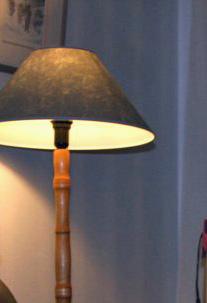 Vanha, sorvattu lampunjalka