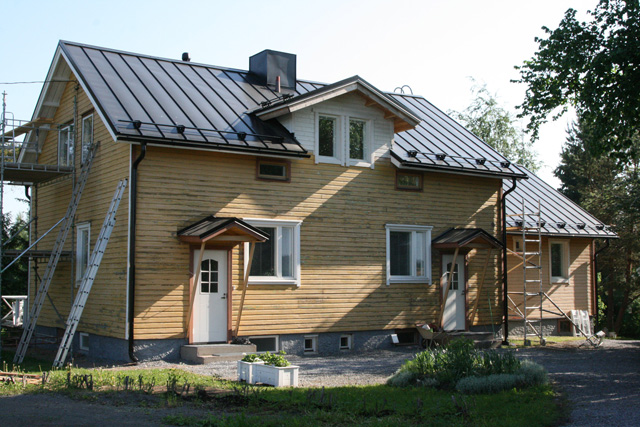 Talon maalauksen valmistelua