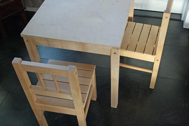Pöytä ja tuolit pikkuiselle  Tuulentupa