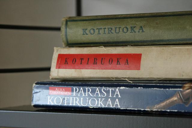Kirjat uudessa hyllyssä