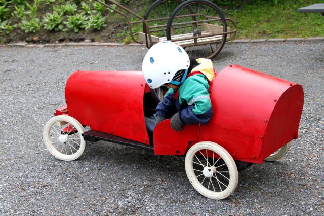Punainen mäkiauto