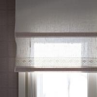 Valoa ja verhoja keittiössä