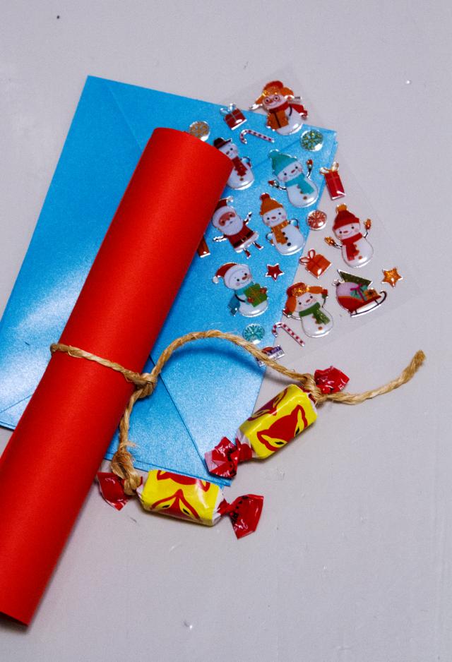 Välineet joulupukin kirjeeseen